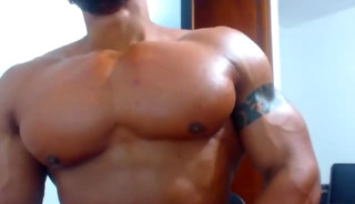 MUSCLE WET GUY